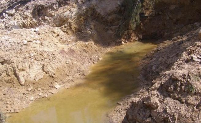 Yol Çalışmasında Su Kaynağı Buldular