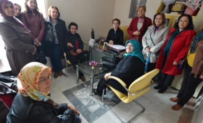 AK Parti Kadın Kolları'ndan hastane ziyareti
