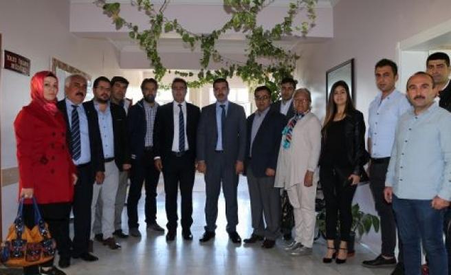 AK Parti yeni yönetiminden tanışma ziyaretleri