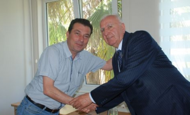 AK Partili Vekilden Müdür Muavinine Ziyaret