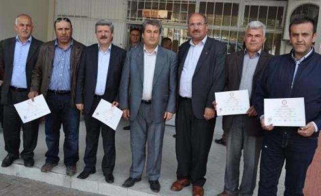 AK Partililer de Mazbatalarını Aldılar