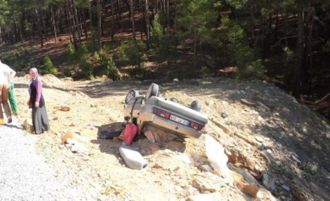 Aysantı'da otomobil takla attı: 2 yaralı