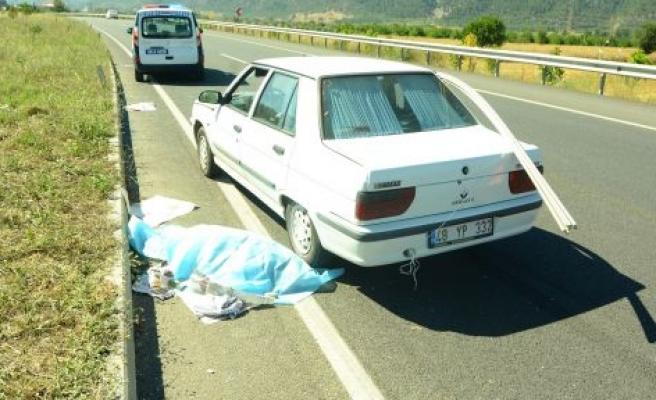 Bahçeyaka kavşağında kaza: 1 ölü, 1 yaralı