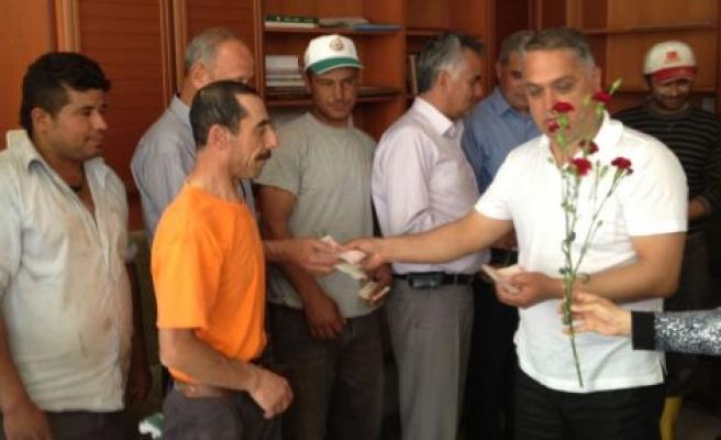 Başkan Özen'den karanfilli 1 Mayıs kutlaması