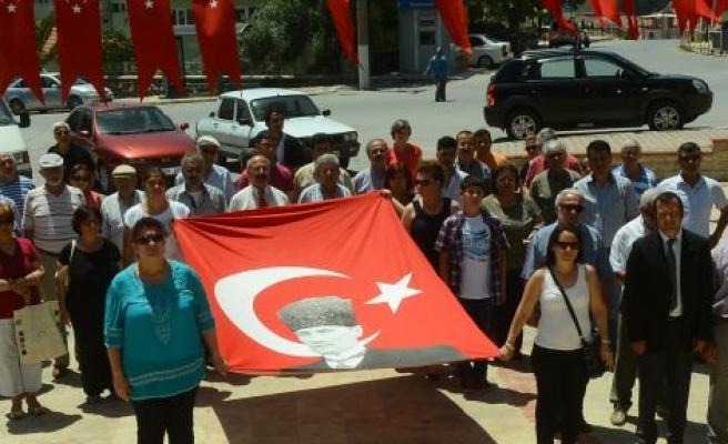 CHP ve ADD'den 19 Mayıs çelengi