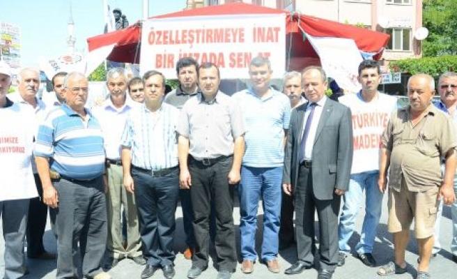 CHP'den imza standına destek