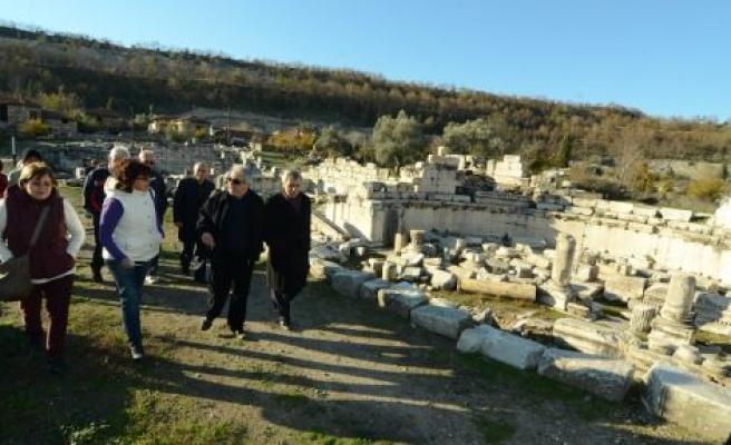 Edirne Erkek İlköğretmen Okulu mezunları Stratonikeia'yı gezdi