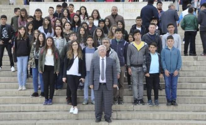Fatih Ortaokulu, Anıtkabir'i ziyaret etti