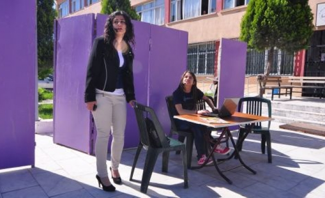 "Gazi Anadolu Lisesi'nden ""Bizim Aile"" Tiyatrosu"