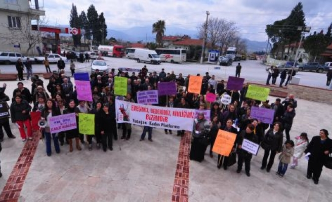 Halay Çekerek Kadınlar Günü'nü Kutladılar