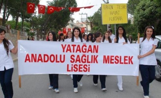 Hemşire Adaylarından Yeminli Yürüyüş