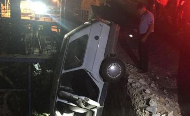 İki otomobil birbirine girdi, aynı aileden 6 kişi yaralandı