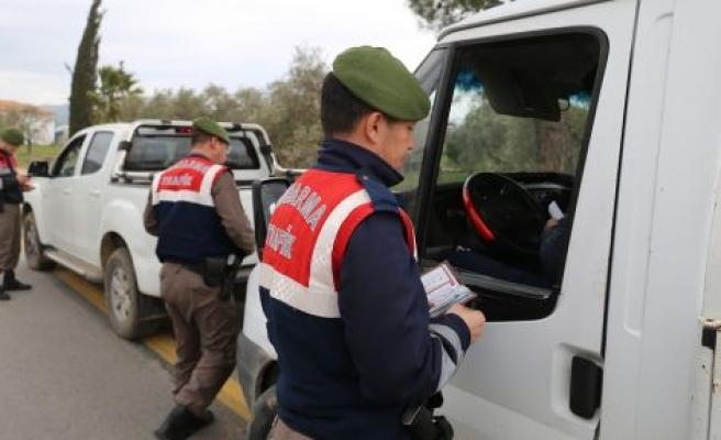 Jandarmadan 3 noktada 30 personelle operasyon