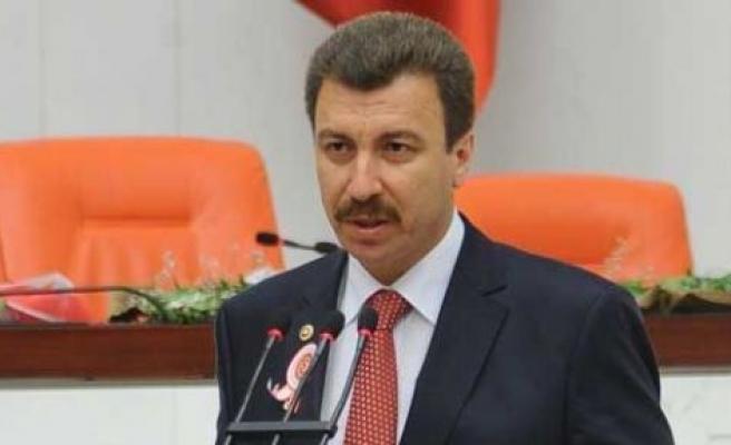 MHP'li Erdoğan Bonzai'yi Meclis'e taşıdı