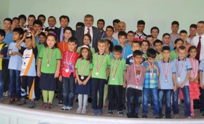 Satranççılar Ödüllerini Aldılar