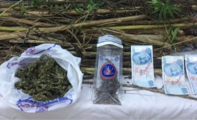 Seyyar uyuşturucu satışında 2 tutuklama