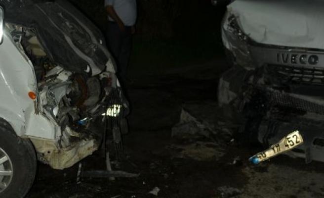 Taşkesik'te trafik kazası: Aynı aileden 5 kişi yaralandı