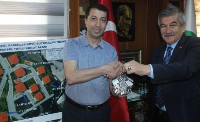 TOKİ konutları belediyeye teslim edildi