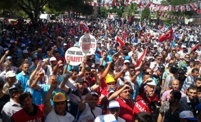 Türk-İş, Binlerce Kişiyle Miting Gerçekleştirdi