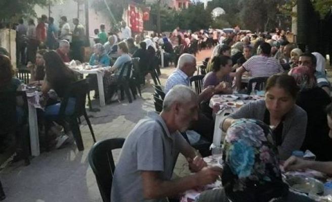 Vatandaştan mahalleliye iftar ikramı