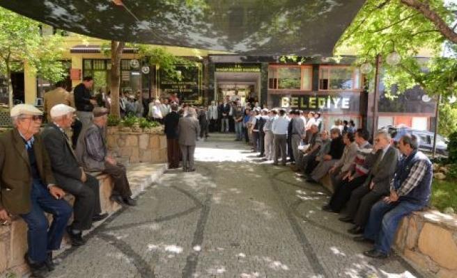 Yatağan Belediyesi'nden maden şehitleri için 2 dakikalık saygı duruşu