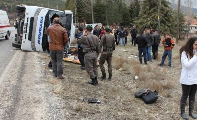 Yatağan Otobüsü Kaza Yaptı: 3 Ölü, 17 Yaralı