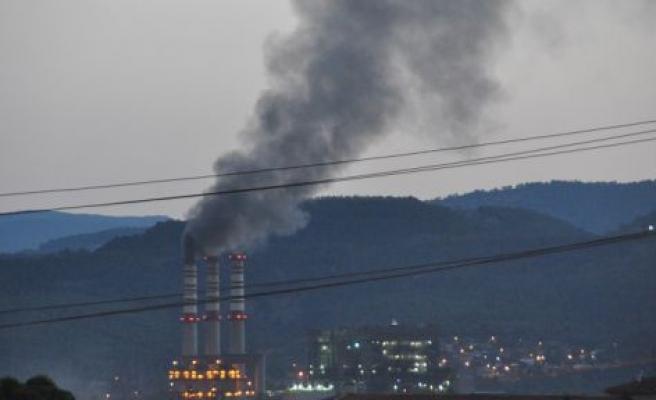 Yatağan'da siyah duman vatandaşları endişelendirdi