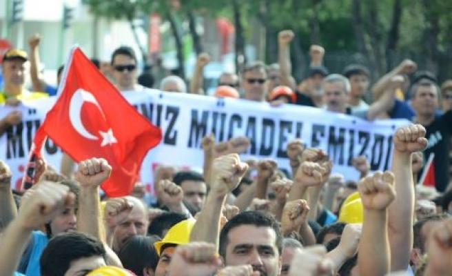 Yatağanlı İşçiler AK Parti İl Başkanlığı'na Yürüdü