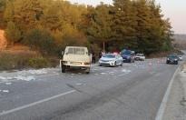 Yolcu minibüsüyle mermer yüklü kamyonet çarpıştı: 14 yaralı