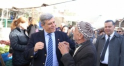 CHP'li aday pazar esnafını dinledi