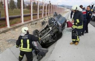 Yatağan'nda kaza: 2'si Mısır uyruklu 3 kişi...