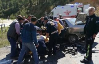 Kavaklıdere'de minibüsle otomobil çarpıştı:...