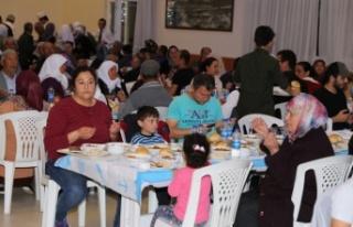 Yatağan Belediyesi'nin iftar sofrası kuruldu