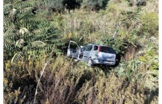 Yatağan'da otomobil şarampole devrildi