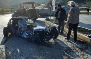 Traktöre çarpan lüks spor otomobilden burnu kanamadan...