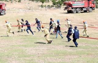 Yangına müdahale eden ilk ekip olmak için yarıştılar