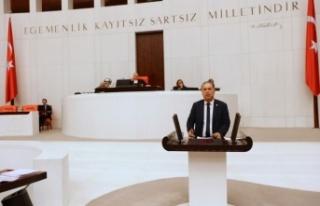 CHP'li Özcan, yapımı süren yolları Karaismailoğlu'na...