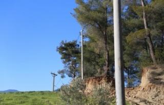 Vatandaş, 15 bin liraya elektrik direği diktirdiği...