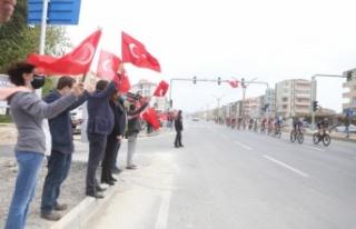 """Bisikletçilere Yatağan'dan """"bayraklı"""" destek"""