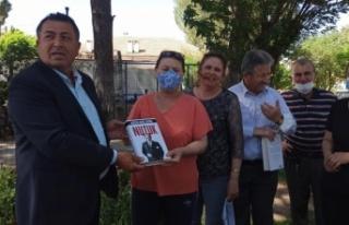 "CHP'li Alban'dan vatandaşlara ""Nutuk"""