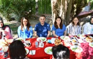 Başkan Toksöz, AK Parti kadın kollarıyla kahvaltıda...