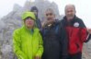 2 bin 571 metrede Türk bayrağını dalgalandırdılar