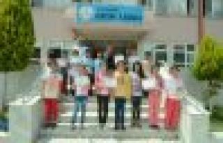 Atatürk İlkokulu Öğrencileri Mendili Kaptı
