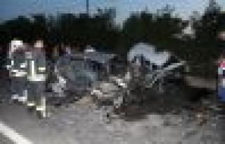 Bozarmut'ta iki araç birbirine girdi: 5 yaralı