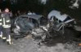 Emniyet şeridinden ilerleyen araç kazaya sebep oldu:...