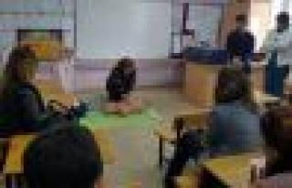 """Öğretmenlere """"okul kazalarına ilk müdahale eğitimi""""..."""