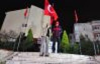 Tahliye Kararıyla Bayrağını Alıp Ata'ya Koştu