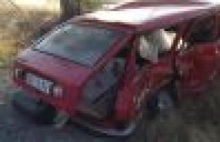 Yolcu minibüsü otomobile çarptı, 5 yaralı