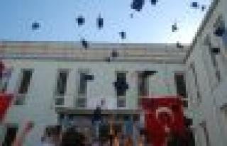 Yüksekokul Mezunları Kep Attılar