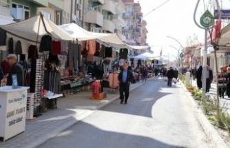 Çarşamba pazarı yeniden Cumhuriyet Caddesi'ne kuruldu